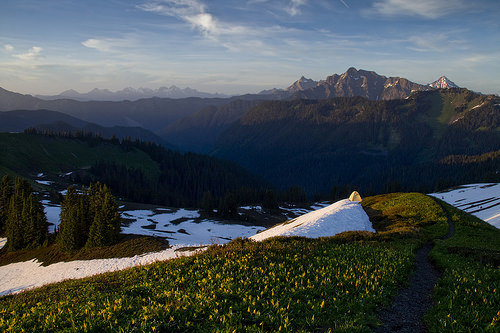The night is taking over the North Cascades