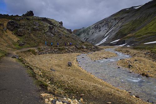 Following Jokulgilskvisl upstream through a pleasant colorful canyon